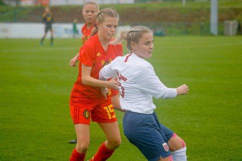 LANDSLAGSSPELAR: Lotte Fjelde spelte nesten heile treningskampen mot Belgia på sundag og gjorde ein god jobb ifølgje landslagstrenar Elise Brotangen.