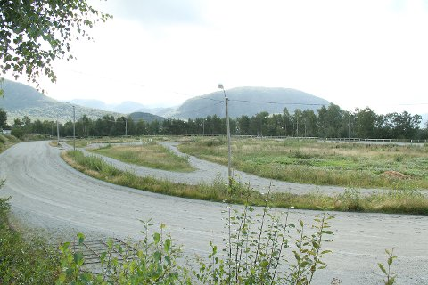 Strand kommune har signalisert at de ønsker å kjøpe Strand Travklubbs eiendom på Fjelde. Også Klippen vil kjøpe tomta.