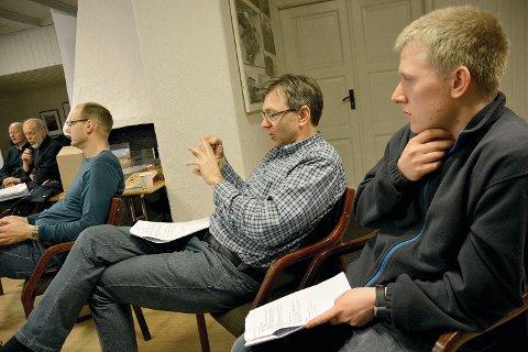 Per Hassel Sørensen (i midten), styremedlem i SLF Sør-Rogaland, meiner det er svært viktig å tenka på miljøet når framtida for sykkel gjennom tunnel blir diskutert.