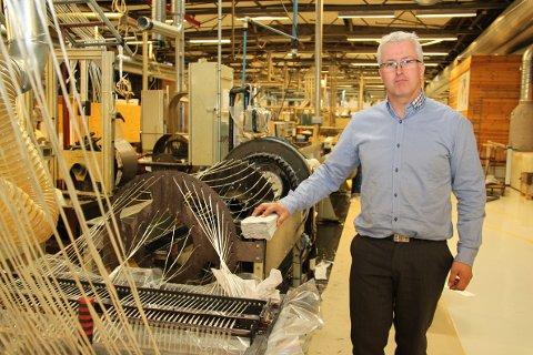 Administrerende direktør i Comrod Communication, Ole Gunnar Fjelde, sier han støtter hovedaksjonærenes ønske om å ta Comrod av børs.