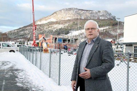 Rådmann Jon Ola Syrstad sier de nye, kristne privatskolene tapper kommunekassen og frykter for konsekvensene. (Foto: John Sandvik)