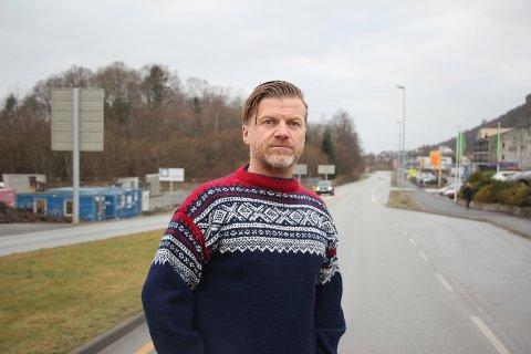 – Et nytt kulturhus bør bygges på Tau, mener Snorre Walde.