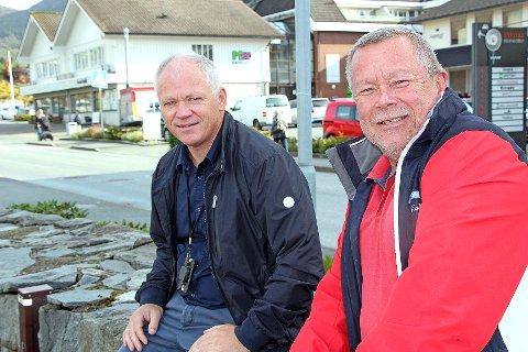 De ønsker lengre åpningstider. Sentrumsleder Kolbjørn Pedersen (til høyre) og styreleder i Jørpeland handelsforening, Jarle Ove Østerhus