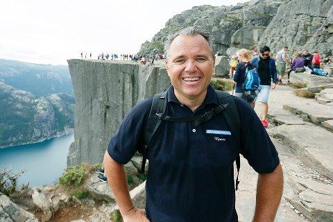 Forsand-ordførar Bjarte S. Dagestad har mykje å gleda seg over om dagen - både Mission Impossible-suksess og nå full fiberutbygging i Forsand. (Foto: Frode Olsen, Sandnesposten)