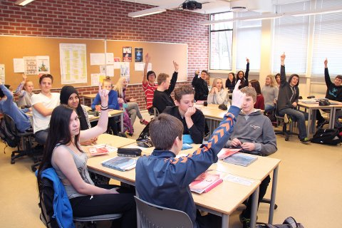 10 av 25 elever i 10 D rekker opp hånda når vi spør om hvem som vet hvilket yrke de vil velge.