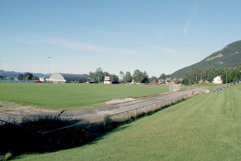 40 år gamle Jørpeland stadion trenger oppgradering.
