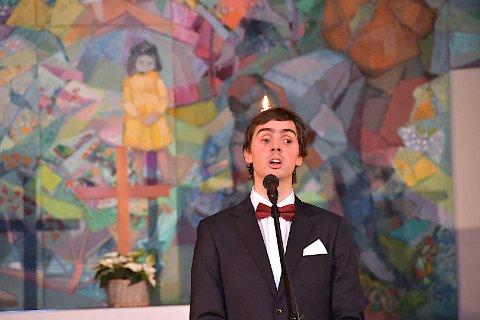 FANN TONEN: Tomas Tvedt har funne tonen med publikum i Hjelmeland etter julekonsertar i Årdal kyrkje både i fjor og i år.