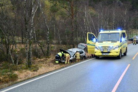 I GRØFTA: Personene i bilen kom uskadd fra trafikkuhellet.