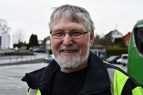 KVARDAGSHELT: John Fosse er tilbake i den lokale folkehjelpsgruppa og gjer frivillig arbeid etter nokre års pause. Han trivst med å hjelpa til der det trengst.