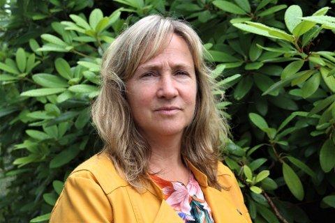 PASS PÅ: Irene Heng Lauvsnes skjønar at folk blir frustrerte over reglar som stadig blir endra, men meiner det er viktig å ha kontroll over smittesituasjonen.