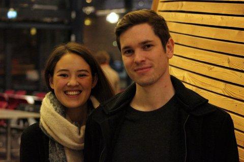 SER TIL JØRPELAND: Margrete Reinertsen og  Thomas André Davik fra Hundvåg snuser på boligmarkedet på Jørpeland. De har merket seg at de kan få større bolig med hage, utsikt og utleiedel til en billigere penge enn i Stavanger.