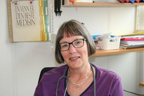 TRAVELT: Smittevernlege Anja de Jong har travle dager, men klager ikke.