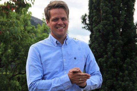 POSITIV UTVIKLING: Eiendomsmegler i Eiendomsmegler 1 Ryfylke, Vegard Øvrevik, gleder seg over et boligmarked i positiv utvikling.