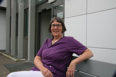 BEREDT: Smittevernlege Anja de Jong opplyser at Strand forbereder seg på flere smittede.