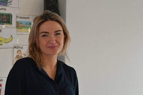 TRIVST: Malin Lundmann begynte som kontaktlærar i fjor haust, og fortel at ho aldri har trivest betre på jobb som lærar.