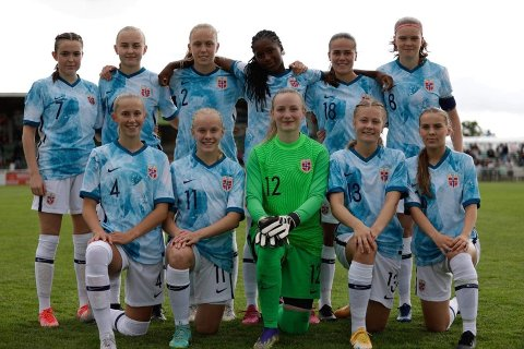 LANDSLAGET: Maria Sandvik og j16-landslaget var overlegne mot Bulgaria.