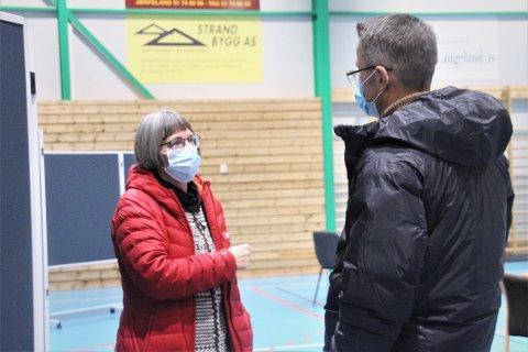 MÅ HUSKE: Smittevernoverlege Anja de Jong minner om å fortsatt huske på smittevernreglene i vinterferien.