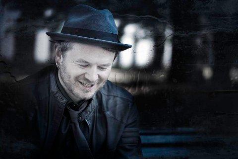 TURNÉ: Knut Anders Sørum er på turné denne måneden og kommer til Jørpeland kirke. Pressefoto.