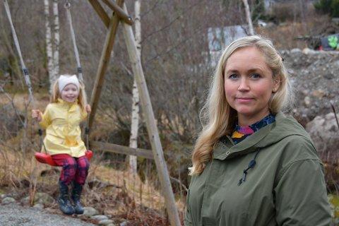 DYRT: Pernille Carolin Skogland går på kommunal SFO tre gonger i veka og trivst godt, men mora Brigitte Carolin Skogland synest kostnaden er for stor.
