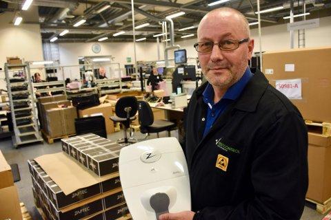 TEKNISKE FAG: Daglig leder i Westcontrol AS, Leif Petter Skaar, anbefaler de unge til å satse på tekniske fag, gjerne elektronikk, som bedriften på Tau trenger folk med kompetanse på. Arkivfoto: Roar Larsen