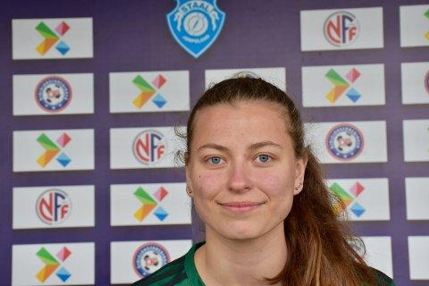 STAALPROFIL: Emelie Sandvik begynte med fotball etter at familien flyttet til Jørpeland. Nå håper hun at det snart åpnes opp for å spille kamper.