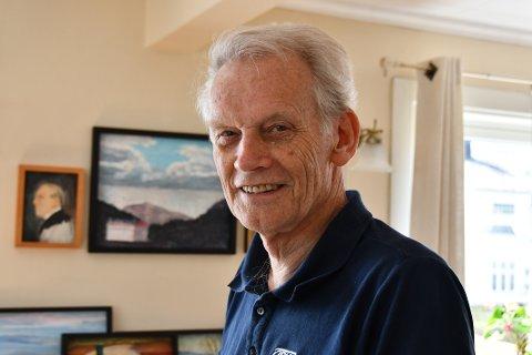 FYLLER 80: Denne veka fyller Bjørn Egil Wigdel 80 år, og for eit halvt år sidan bestemte han seg for å setja opp si aller første utstilling på eiga hand i samband med bursdagsfeiringa.