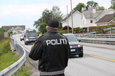 KONTROLL: Politiet stanset en bilfører som kjørte for fort torsdag kveld. (Arkivfoto)