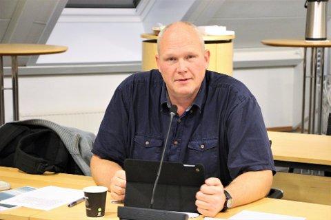 NYE RAMMER: Alf Henning Heggheim fortel at Sp saman med Ap og SV har pusha på for å få ein gjennomgang av korleis pengane blir fordelte på skulane i Strand.