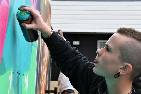 ENGASJERT: Leah Bratthammer har engasjert seg for at graffitikunstnere skal få en egen arena. Nå kan det bli politisk sak av dette.