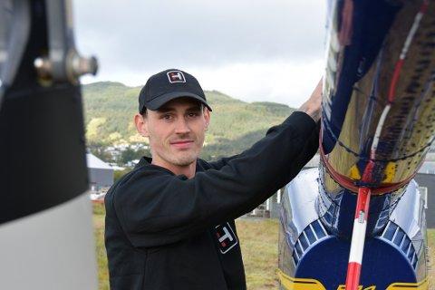 STOLT: Kristian Hovland er stolt over at han klarte å gjennomføra pilotutdanninga.