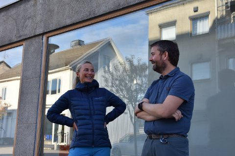 Medeier i Kgt 36 AS og i Malmo Sport, Laila Thane og daglig leder på Malmo sport, Trond Hjelmseth, har god grunn til å være fornøyde med 2019-tallene for bedriften. Bildet er tatt i en annen anledning.