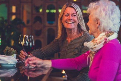 4 av 10 er bekymret for alkoholbruken til en venn. Nå oppfordres det til å ta den vanskelige samtalen i forbindelse med markeringen av Verdensdagen for psykisk helse.