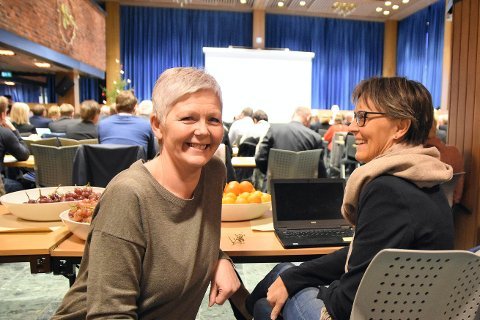 Susanne Bratli har de fem siste årene jobbet tett på politikken for å sikre Steinkjers rollle i nye Trøndelag. Her sammen med kommunedirektør Torunn Austheim på bakerste benk på Fylkesmannens nyttårskonferanse.