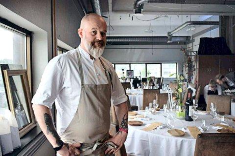 – Restaurantbransjen burde mer offensiv: I etterpåklokskapens navn, så mener kokk Lars Erik Vesterdal at bransjen burde vært mer frampå med take away i starten. Arkivfoto: Silje Helgesen