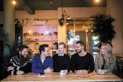 Fra venstre: Håvard Bartnes, Gisle Grindvik, Torgeir Aarsund Trapnes, Mathias Nervik og Lena Johnsen.