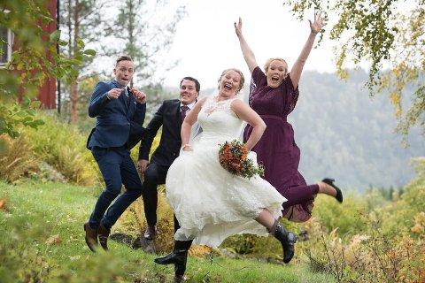 Ane-Marte og Robert Bye-Barstad er glad for å feire 2-års bryllupsdag i dag. Forloverne deres var Kai Emil Moxness og Nina Rygg.