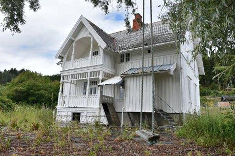 Rives i løpet av 2021: Villa Elverheim har Bane NOR Eiendom besluttet at skal rives. De håper at prosjektet skal starte i løpet av året.