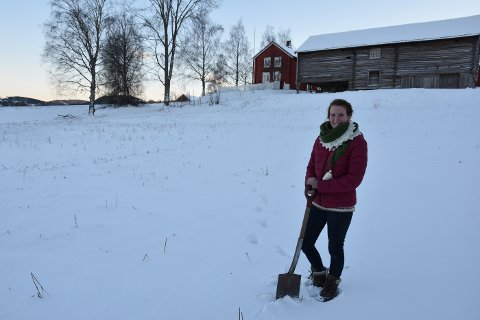 Jenny Pauline Slåttøy er nå ansatt som museumsbonde i 20 prosent stilling, og blir den som skal styre andelslandbruket på Egge museum sammen med andelshaverne. Nå åpnes det for påmelding for de som er interesserte, og 28. januar blir det informasjonsmøte.