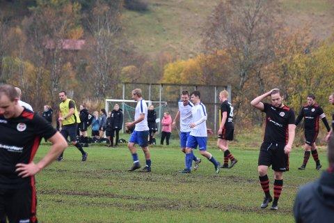 Her innser Beitstad-spillerne at slaget er tapt, etter at Vinne går opp i 0-3 med ti minutter igjen av kampen.