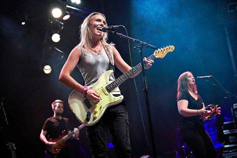 Den største gitareksporten? : Tora Dahle Aagård, som kommer fra Flatanger, kommer med sitt band, TORA, til Steinkjerfestivalen i juni og har de siste årene gjort stor suksess med sin bluesinspirert pop-rock. Amund Maarud omtalte henne på følgende måte: – TORA er på vei til å bli den største norske gitareksporten for sin generasjon.