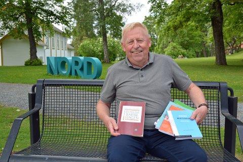Professor emeritus(pensjonist) Kjell Aage Gotvassli har til sammen utgitt ca. 70 bøker, vitenskapelige artikler eller kompendier.