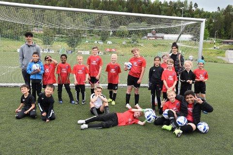 Integreringsmidler fra UDI og Fotballforbundet gjør at Egge IL kan tilby fotballskole til barn i flyktningemottak, på lik linje med andre barn i Egge. Noen av flyktningebarna har akkkurat kommet til Steinkjer, så dette er en flott mulighet til å få nye venner raskt.