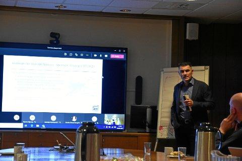Direktør for rutetilbud og infrastruktur i AtB, Harald Storrønning, informerte formannskapet i Steinkjer sammen med flere fra ledergruppen i selskapet.