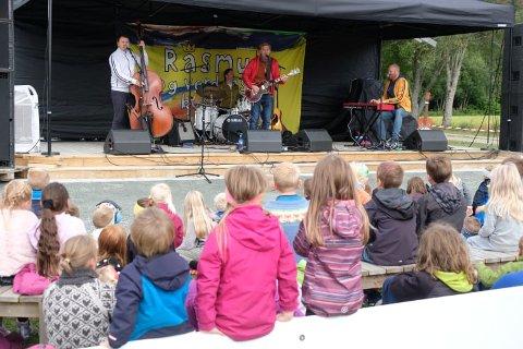 Rasmus og Verdens beste band fenget de unge tilhørerne.