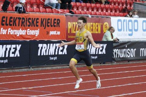 Bastian Elnan Aurstad (16) fortsetter å imponerende. Søndag tok han sitt andre sølv i senior-NM.