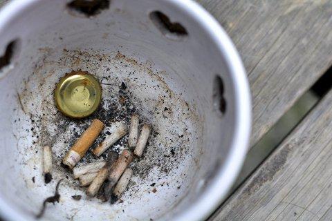 RØYKING: Røykevaner på kommunenivå er ikke lett å kartlegge nøyaktig, men Folkehelseinstituttet registrerer andelen kvinner som røykte før et svangerskap. Det gir en god pekepinn på andelen røykere. (Illustrasjonsfoto)