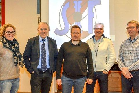 FRA ARKIVET: Svelvik Idrettsforening hadde et godt år i 2015 og gikk for minst like bra i 2016. Her er deler av hovedstyret for 2016. Fra venstre: Lene Ebbestad, John Endsjø, Halvor Reinton Rulnes (styreleder), Runar Jenserud og Stein Johnsen.