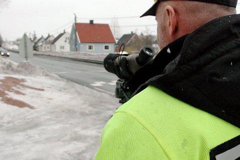 203 bileiere: i Svelvik står i fare for å få klippet av registreringsskiltene på bilen si, grunnet manglende årsavgift. Illfoto
