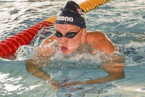 I FORM: Andreas Skår Bjørnstad føler at formen er på plass før sitt første Paralympics. - Det er medalje som er målet, forteller den unge svømmeren.