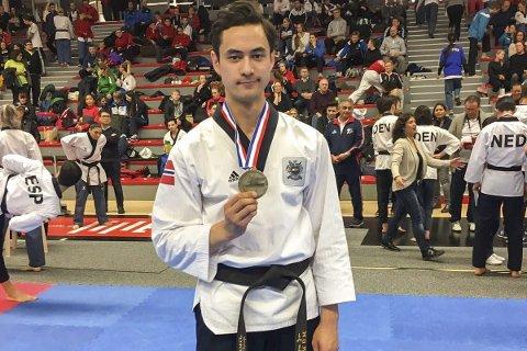 WIEN I FRANKRIKE: Joachim fikk en tredjeplass i et stevne i Lille i Frankrike. Foto: Privat